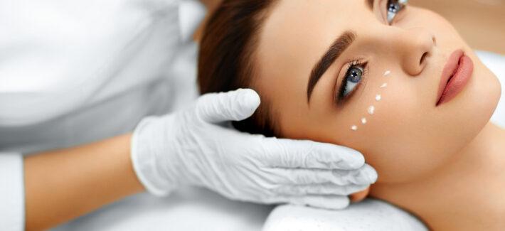 masaż liftingujący twarzy